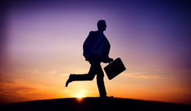 Concepto del objetivo de la misión del empleo de Running Up Hill del hombre de negocios Fotografía de archivo