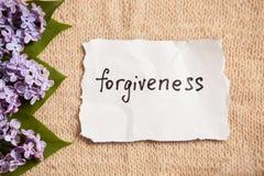 Concepto del perdón en fondo hermoso con las flores fotos de archivo libres de regalías