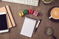 concepto del plan del Año Nuevo 2019 con la libreta foto de archivo libre de regalías