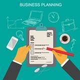 Concepto del plan empresarial, manos con las notas y lápiz, símbolos dibujados mano del negocio, ejemplo plano del vector Imagen de archivo libre de regalías