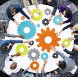 Concepto del planeamiento de la estrategia de la ayuda del trabajo en equipo de la indumentaria de oficina informal fotos de archivo