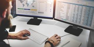 Concepto del planeamiento de Working Finance Data del hombre de negocios Foto de archivo libre de regalías