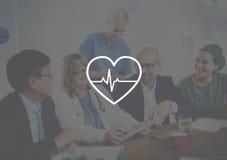 Concepto del pulso del latido del corazón del doctor Meeting Corporate Healthcare Fotografía de archivo