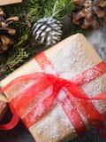 Concepto del regalo del árbol del Año Nuevo de la Navidad Foto de archivo