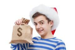 Concepto del regalo de la Navidad con el dinero aislado en blanco Imagen de archivo