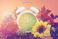 Concepto del reloj de Autumn Fall Daylight Saving Time imágenes de archivo libres de regalías