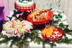 Concepto del `s del Año Nuevo galletas en forma de corazón, fondo blanco Fotos de archivo