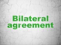 Concepto del seguro: Acuerdo bilateral en fondo de la pared Imagen de archivo