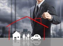 Concepto del seguro del dibujo del hombre de negocios Imagen de archivo libre de regalías