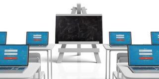Concepto del seminario Sala de clase vacía con los escritorios y ordenadores portátiles y pizarra en el caballete contra el fondo stock de ilustración