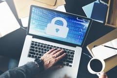 Concepto del soldado de la reserva de la cerradura de la información de la protección de datos de la seguridad Imagen de archivo libre de regalías