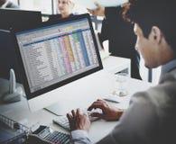 Concepto del Stats de Working Accounting Statistics del hombre de negocios Fotos de archivo libres de regalías