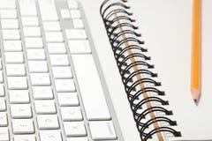 Concepto del teclado y del sketchbook Fotos de archivo