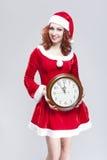 Concepto del tiempo de la Navidad Santa Helper pelirroja atractiva alegre sonriente Imagen de archivo