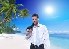 Concepto del verano del viaje de Tropical Beach Vacation del hombre de negocios Fotos de archivo