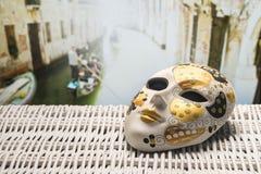 Concepto del viaje con la máscara de Venecia Foto de archivo