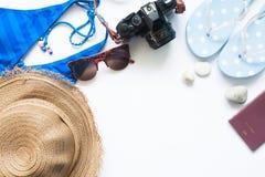 Concepto del viaje del verano de la playa con el espacio de la copia aislado en blanco Fotos de archivo