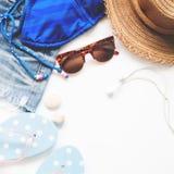 Concepto del viaje del verano de la playa con el espacio de la copia aislado en blanco Imágenes de archivo libres de regalías