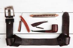 Concepto del viaje - un sistema de los accesorios de los hombres frescos Fotos de archivo libres de regalías