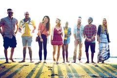 Concepto diverso de la vinculación de la diversión de los amigos del verano de la playa Imagen de archivo