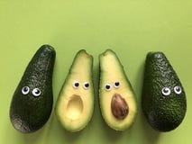 Concepto divertido creativo de la comida, aguacates imagen de archivo