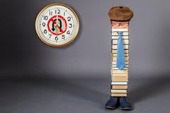 Concepto divertido de la educación Imposibilidad de volver años escolares Foto de archivo libre de regalías