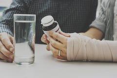 Concepto elástico del accidente del vendaje de la salud del cuidado Imagen de archivo libre de regalías