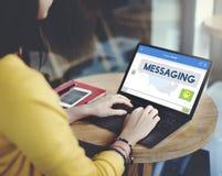 Concepto en línea de la conexión de la comunicación de la charla de la mensajería imagen de archivo libre de regalías