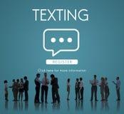 Concepto en línea de la conversación de la comunicación que manda un SMS foto de archivo