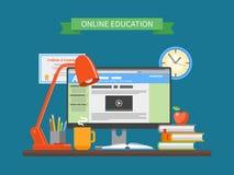 Concepto en línea de la educación Ejemplo del vector en estilo plano Elementos del diseño de los cursos de aprendizaje de Interne Fotografía de archivo libre de regalías