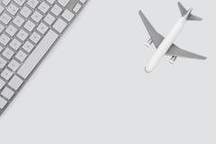 Concepto en línea de la reservación del Airfare Imagen de archivo