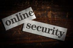 Concepto en línea de la seguridad con palabras cortadas del periódico Fotos de archivo libres de regalías