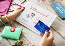 Concepto en línea de la tarjeta de crédito de la tienda del pago que hace compras fotografía de archivo libre de regalías
