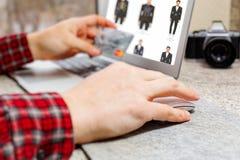 Concepto en línea de las compras foto de archivo