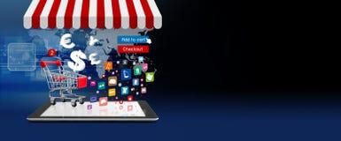 Concepto en línea de las compras de carro de la compra en la tableta digital Fotografía de archivo libre de regalías