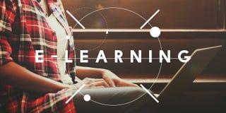 Concepto en línea del curso que estudia de la educación del aprendizaje electrónico foto de archivo libre de regalías