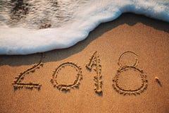 concepto 2018 en la playa del mar; tiro del sunrsie Imagen de archivo