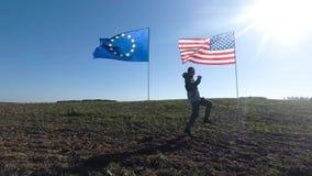 Concepto en las relaciones internacionales, sociedad internacional de los E.E.U.U. y unión europea Silueta del hombre en metrajes
