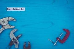 Concepto feliz de la vida del día del ` s del padre aún con las herramientas gastadas en tablero azul Imágenes de archivo libres de regalías