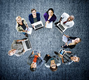 Concepto global de los dispositivos de Digitaces del ordenador portátil de la tecnología de las comunicaciones Fotos de archivo libres de regalías