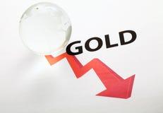 Concepto global del descenso de precio del oro Fotos de archivo