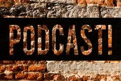 Concepto hecho un podcast texto del negocio de la escritura de la palabra para el arte audio de la pared de ladrillo de Digitaces fotografía de archivo libre de regalías
