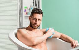 Concepto higi?nico del procedimiento Relajaci?n total El ba?o puede mejorar salud del coraz?n Higiene personal Tome la higiene de fotos de archivo