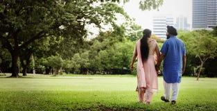 Concepto indio del cuidado del amor de los pares Fotos de archivo