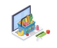 Concepto isométrico de las compras en línea La cesta de compras con la comida fresca y la bebida está en el teclado del ordenador Foto de archivo