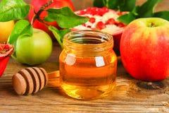 Concepto judío del día de fiesta del Año Nuevo del hashanah de Rosh Símbolo tradicional Manzanas, miel, granada Imagen de archivo
