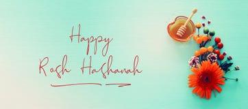 Concepto judío del día de fiesta del Año Nuevo del hashanah de Rosh Símbolos tradicionales Imagen de archivo libre de regalías