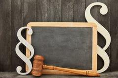 Concepto jurásico de la ley de la ley con la pizarra en blanco fotografía de archivo
