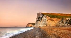 Concepto jurásico dramático de la costa costa de la puerta de Durdle fotos de archivo