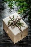 Concepto lleno de las celebraciones de la rama de árbol de abeto de la caja de regalo de la Navidad fotografía de archivo libre de regalías